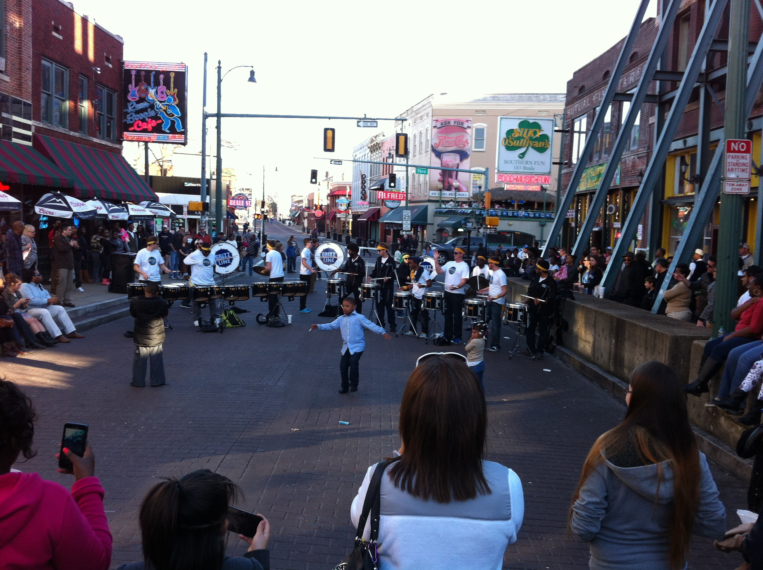 Beale Street is animated by buskers and bands who provide great street entertainment.