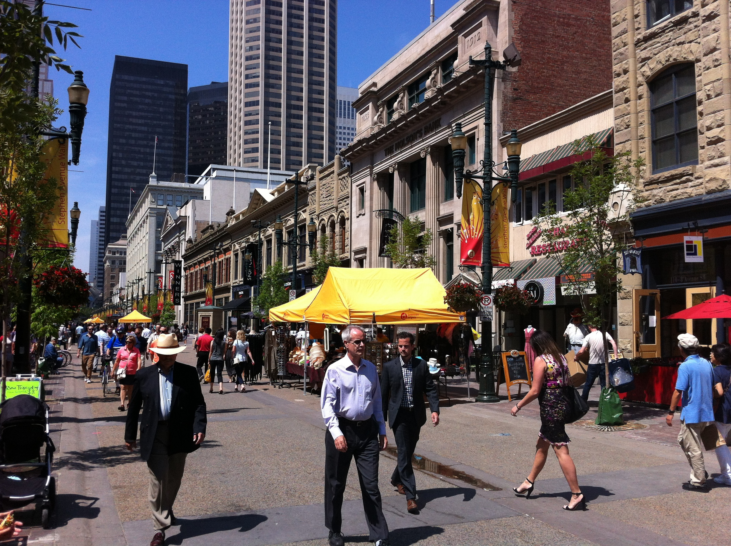 The Stephen Avenue pedestrian mall is a unique experiment in urban placemaking. It is a pedestrian mall by day and one-way street by night.