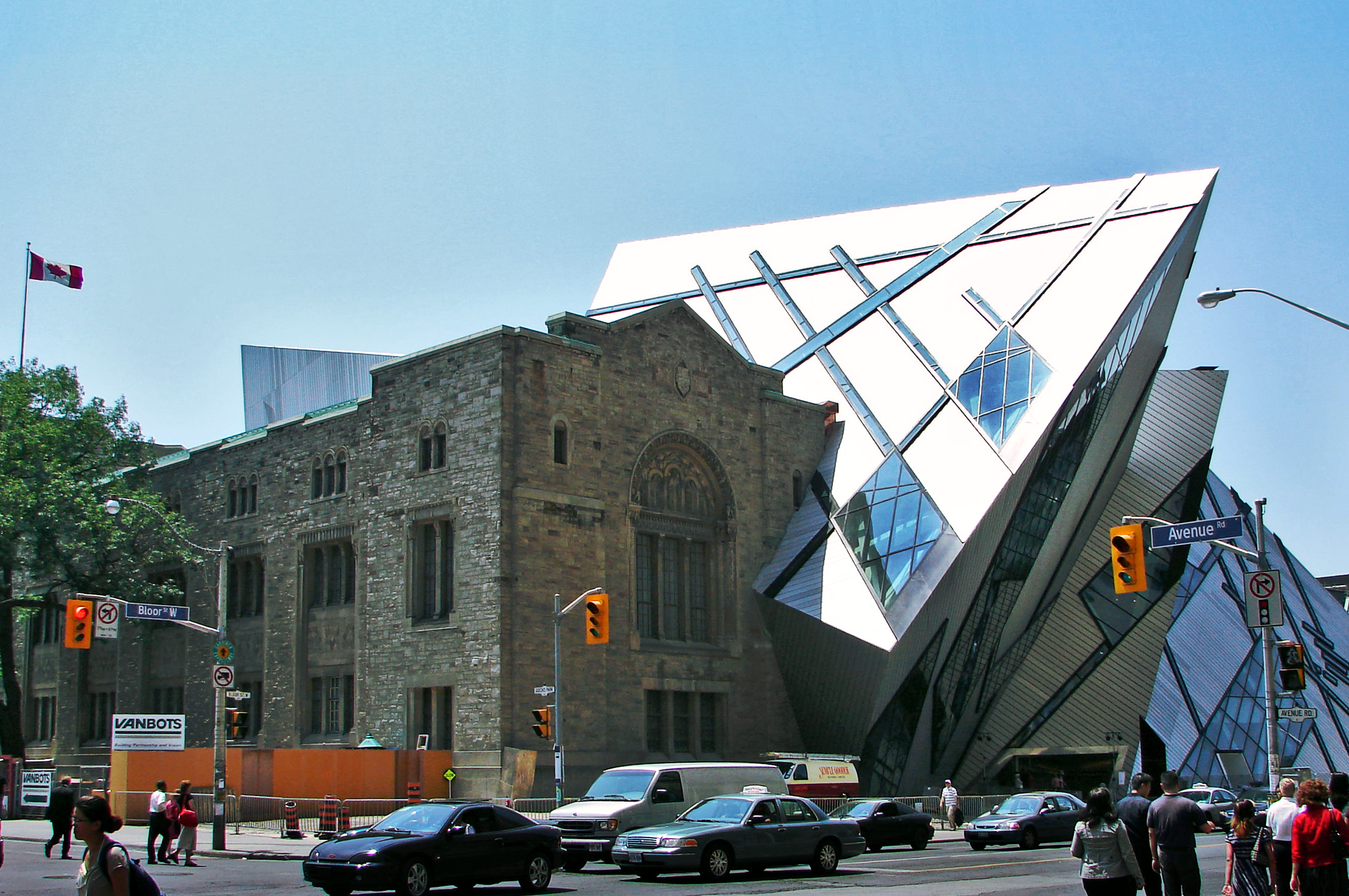 Libeskind's addition to the historicRoyal Ontario Museum, Toronto, Canada