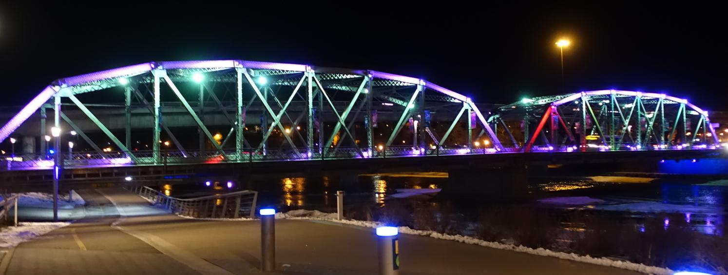 Langevin Bridge at night.