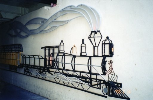 In the mid '90s, Calgary artistLuke Lakasewich created a large mural crafted out of steel to animate the underpass.