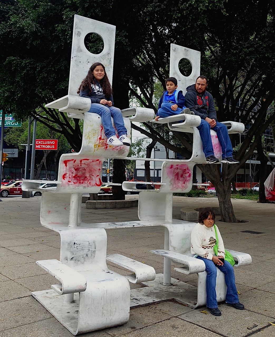 Benches come in all shapes and sizes in Mexico City.  One of the things we observed early were the number of families who love to hang out together in their public spaces.
