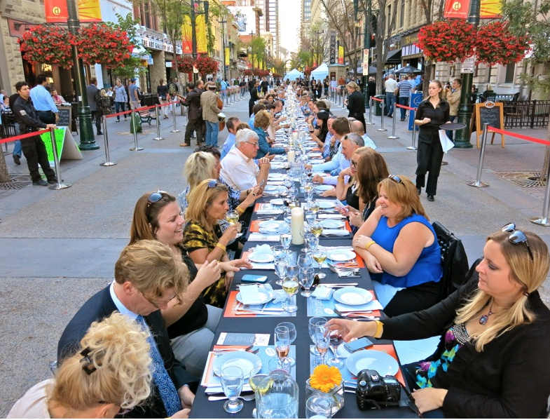 10 restaurants, 7 courses and 280 people enjoy dinner on Stephen Avenue's really really really long table.