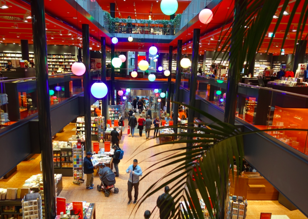 Dussmann bookstore at Friedrichstrabe 90 was where I began to realize Berliners love the use of colour. The entire multi-floor space is a rich red, it creates a passionate sense of place which seemed appropriate for a bookstore.