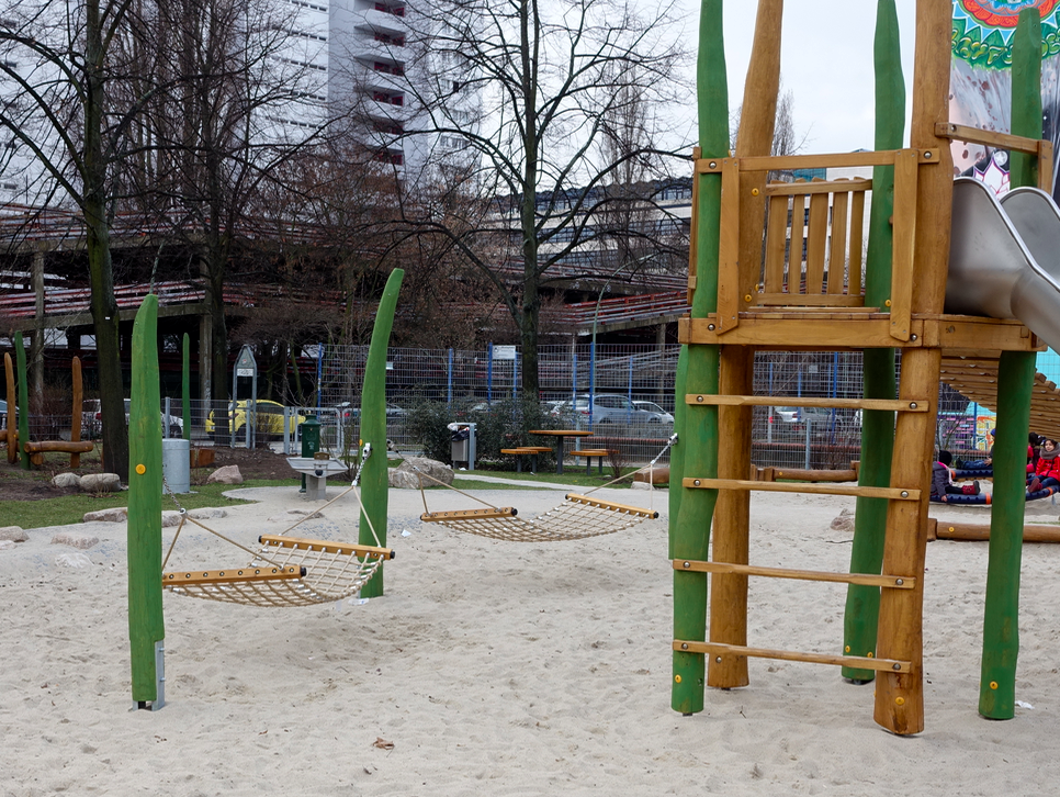 Hammocks are often included in Berlin playgrounds.