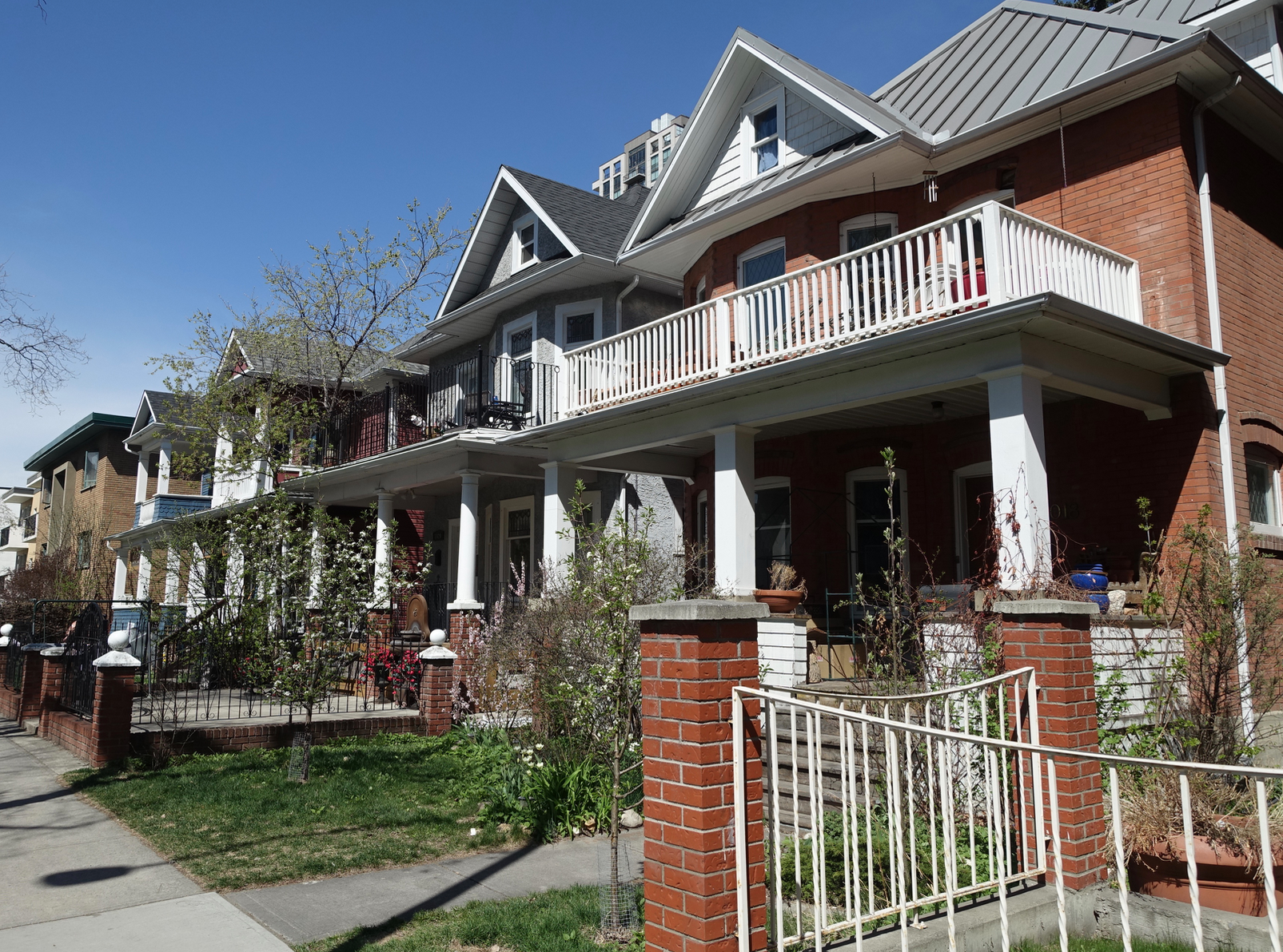It is hard to believe that this streetscape is in the Beltline, Calgary's densest residential community. It has a very suburban aesthetics with its front lawns and porches.