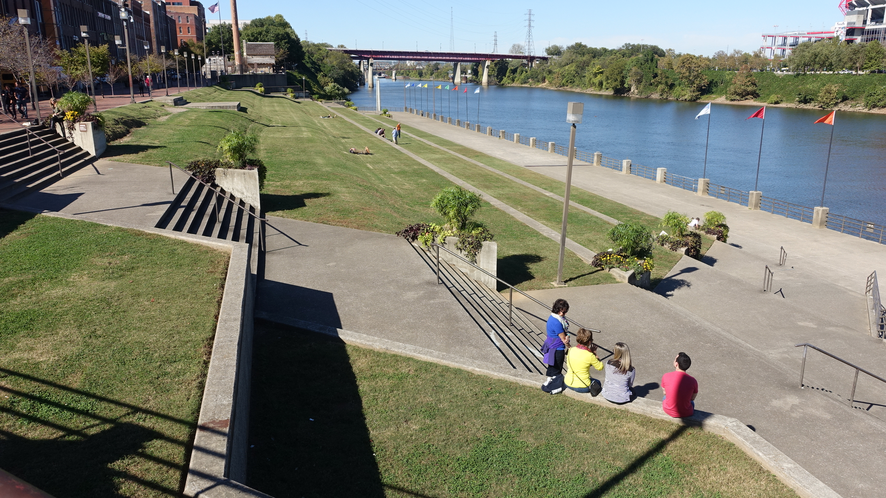 Nashville has a lovely green beach along the Cumberland River, but it lacks the pathways along the river to link the City Centre to rest of the city.