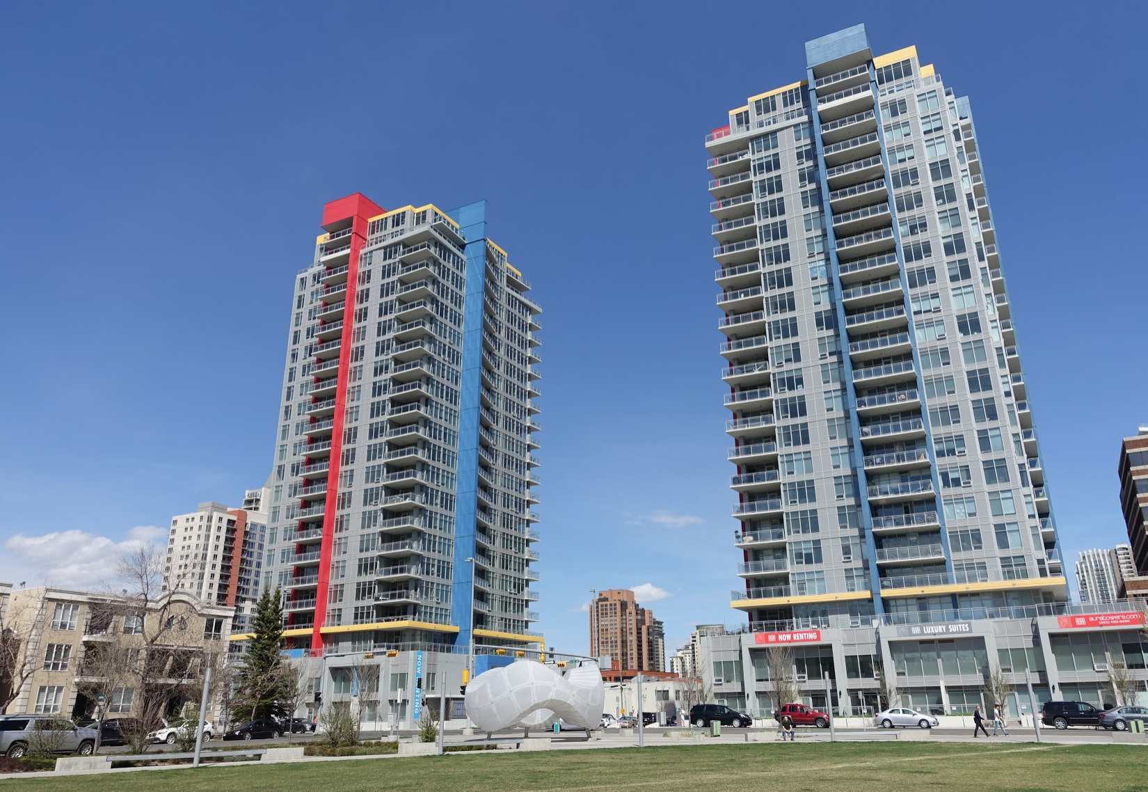 Calgary's Beltline community is home to 22,000+ residents and four pedestrian streets - 11th Avenue, 11th Street, First Avenue and 17th Avenue. Nashville has no City Centre community of this size and diversity.