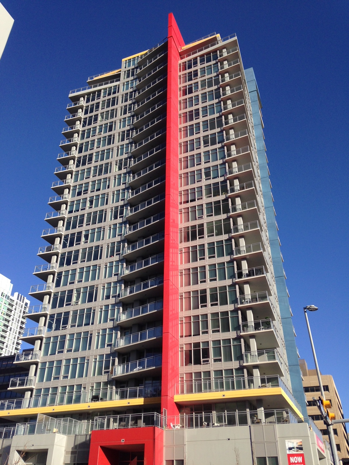 NORR architects employed bold coloured lines to give Auroa I both a vertical and horizontal thrust.