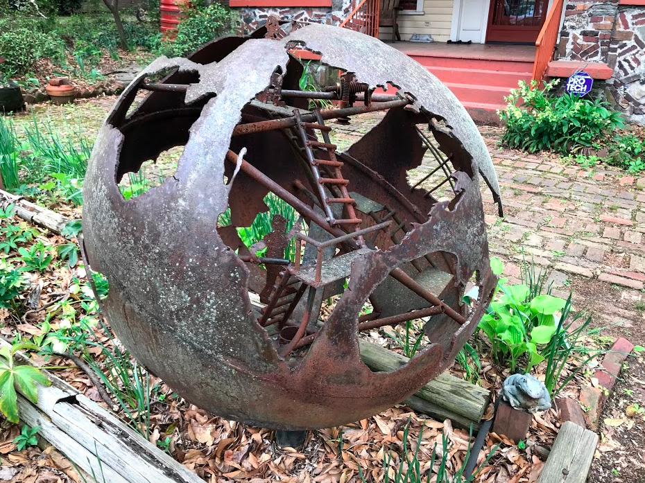 This piece of art was in the front yard of a modest house. I would love to have one for my garden. It is no wonder we didn't go to the High Art Museum, given all the art along the streets and parks of the city.