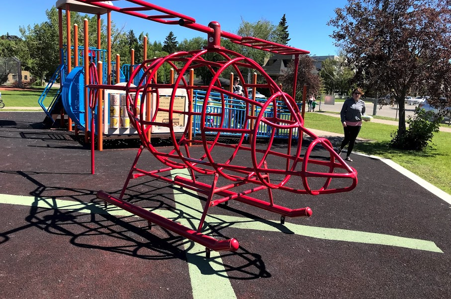 Helicopter Park is one of the most popular parks in the City.  The name comes from the fact that the STARS helicopter takes off and lands at the nearby Foothill Medical Centre.  West Hillhurst has five funky playgrounds, in addition to school playgrounds.