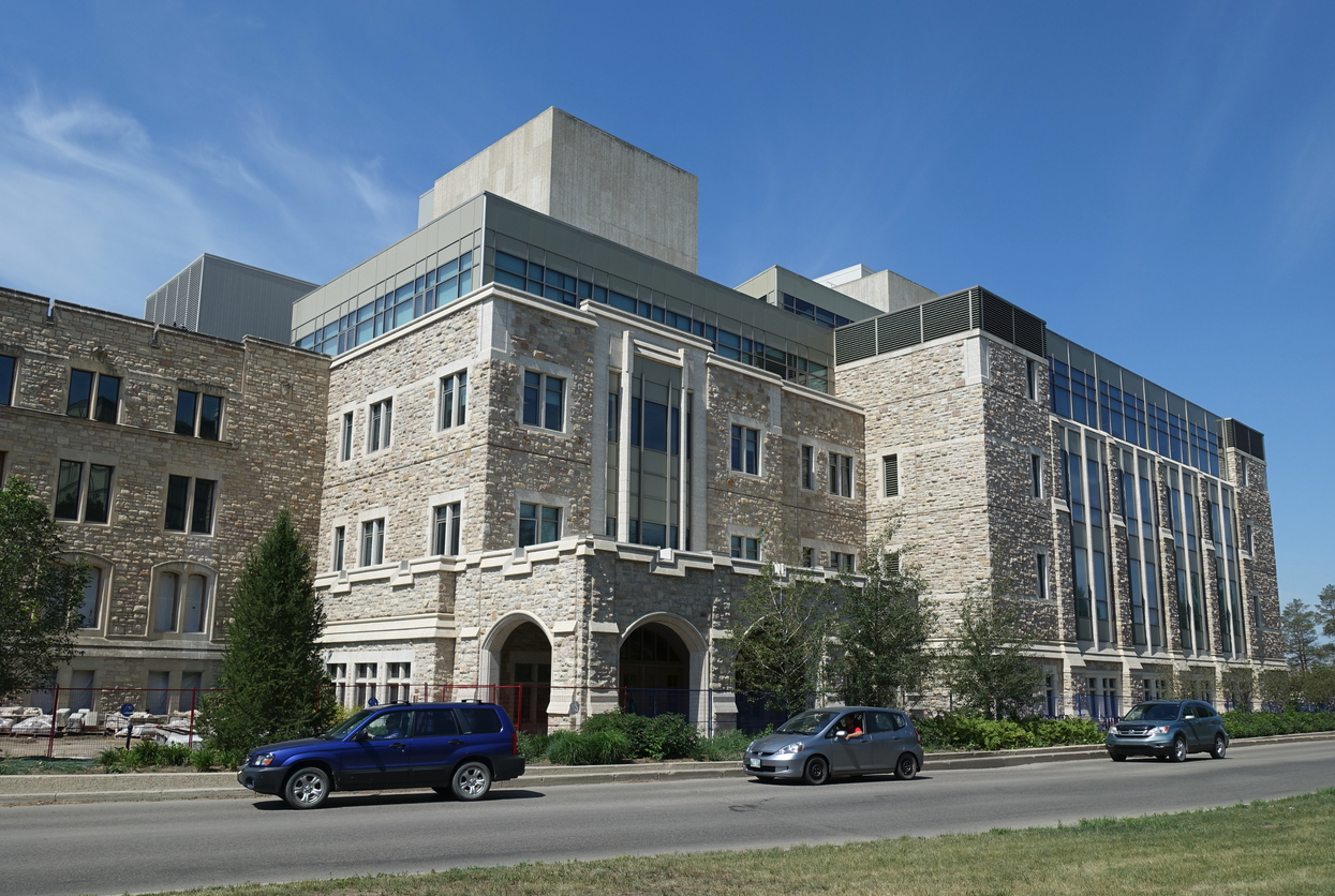 The University of Saskatchewan's campus integrates the design of its new buildings with its old buildings to create an architectural harmony that is delightful.