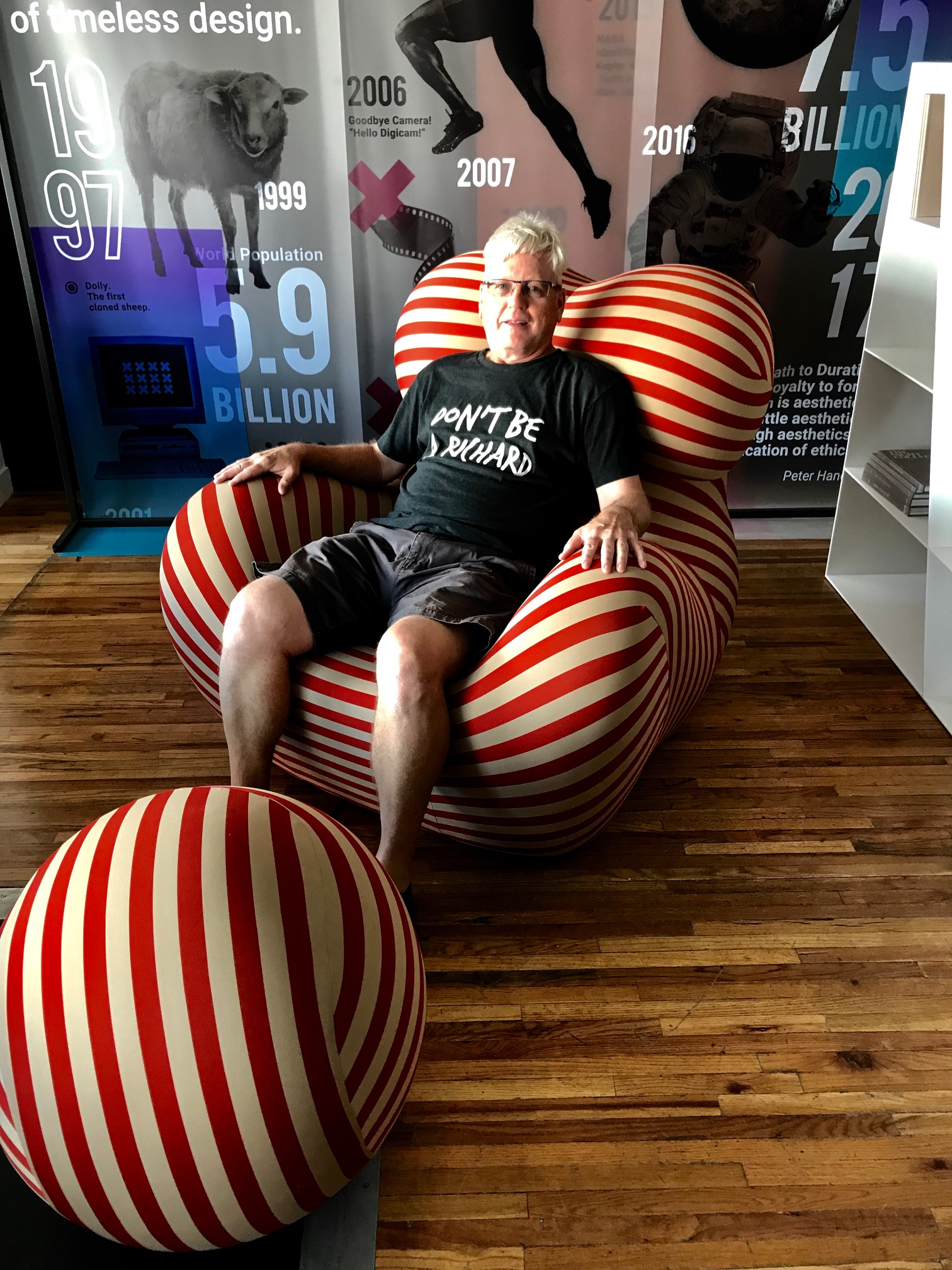 While wandering Inglewood's funky Main Street I found this fun chair. Ironically, I have been looking for a Netflix binging chair for over a year. I didn't have the balls to buy it!