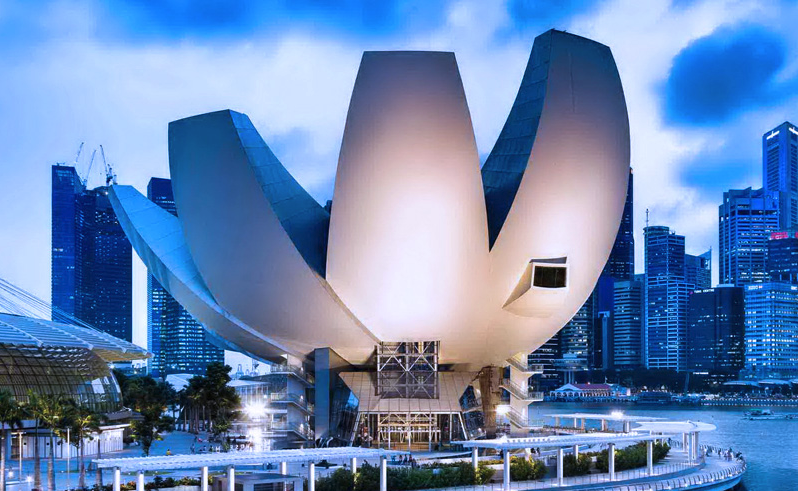 This is the Lotus Flower ArtScience Museum, designed by the Canadian architectural firm Moshe Safdie Architects.
