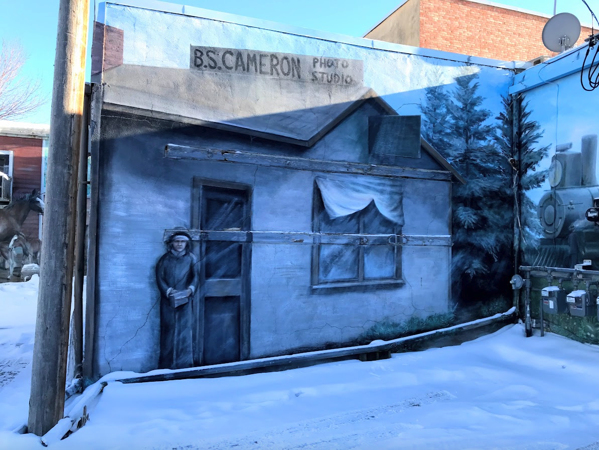 While wandering Lacombe's alleys you quickly began to feel that you were actually wandering into the back yards of homes and businesses at the turn of the century.