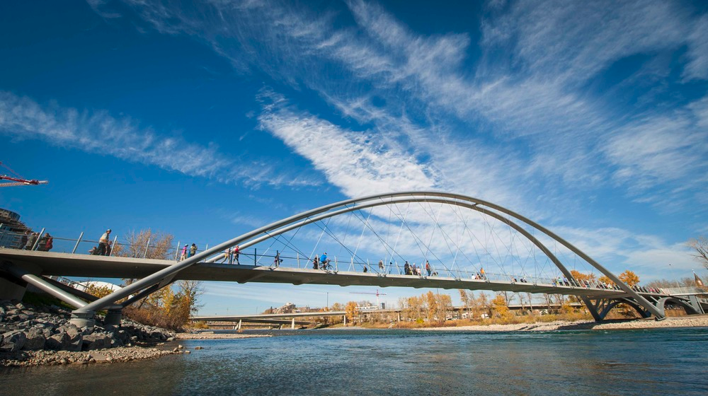 While walking along the Bow River you will find several pedestrian bridges allowing you to criss-cross back and forth to enjoy the river and downtown architecture from different perspectives.