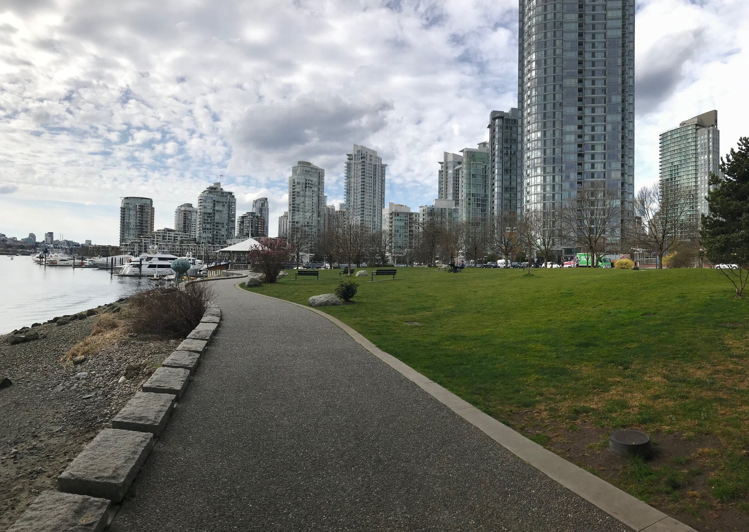 There are several parks located along Yaletown's pathway.