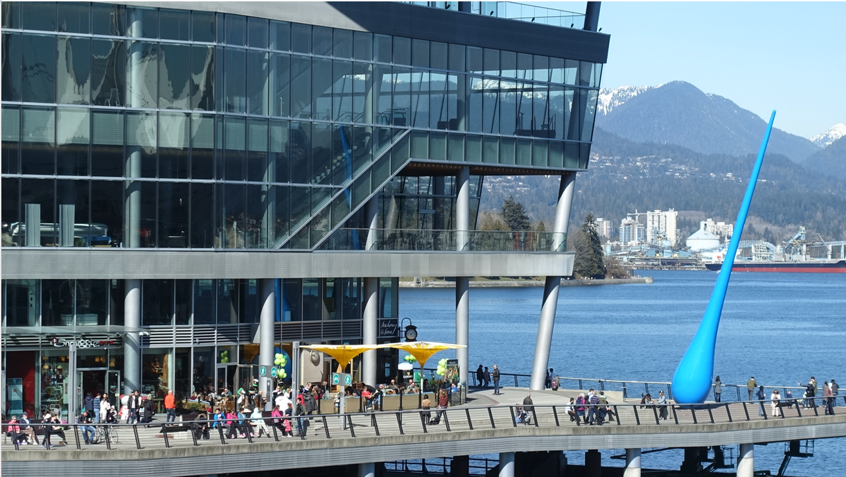 While the pathway near Canada Place was busy, there was still lots of room for everyone. However, I did notice there weren't a lot of cyclists, so maybe they just avoid the waterfront pathways.