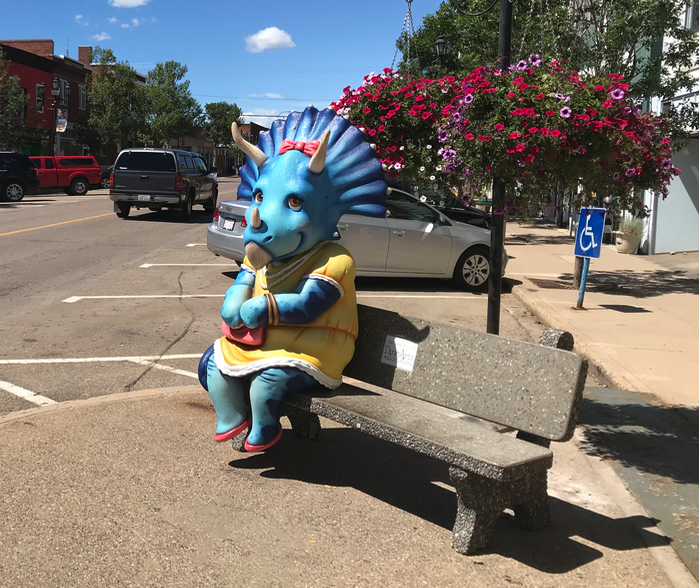 Couldn't resist one more postcard of the fun benches. I preferred these to the World's largest dinosaur (86 ft high and 151 feet long) that is located a few blocks from downtown.