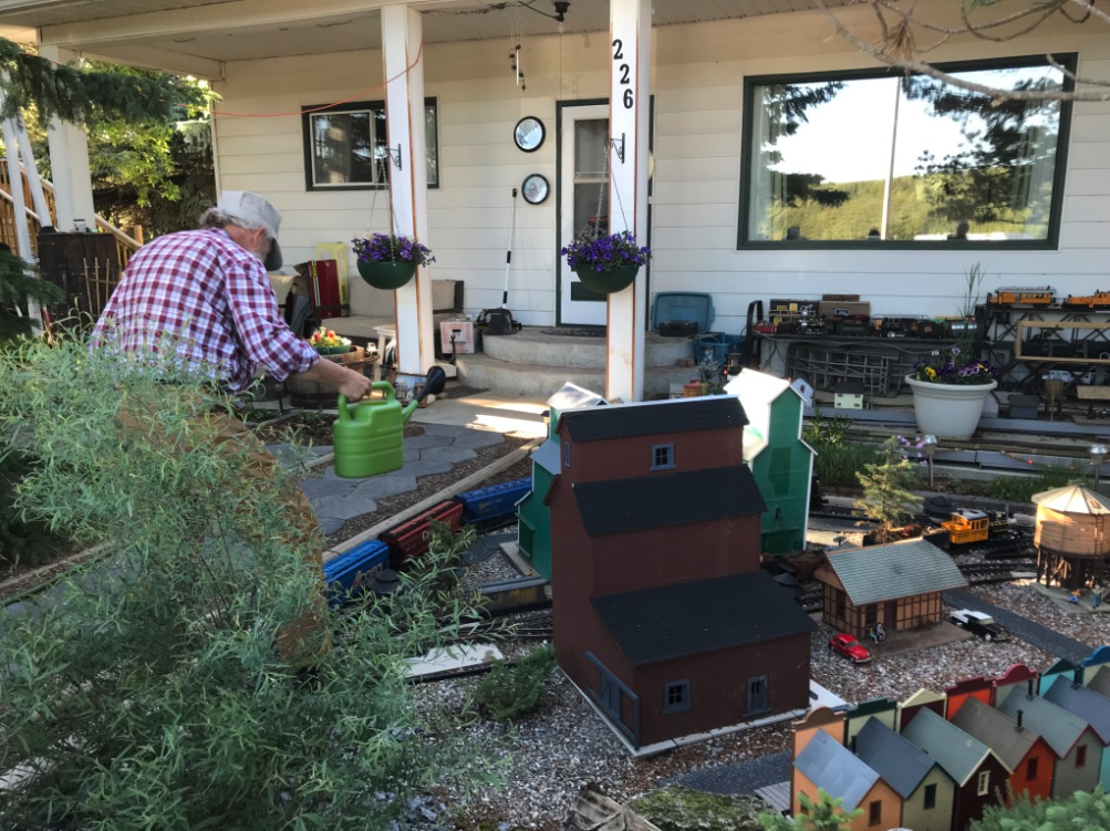 While wandering the streets we found this house with an elaborate model railway in the front yard. The house next door was in the process of being remodelled to sell model railway pieces.