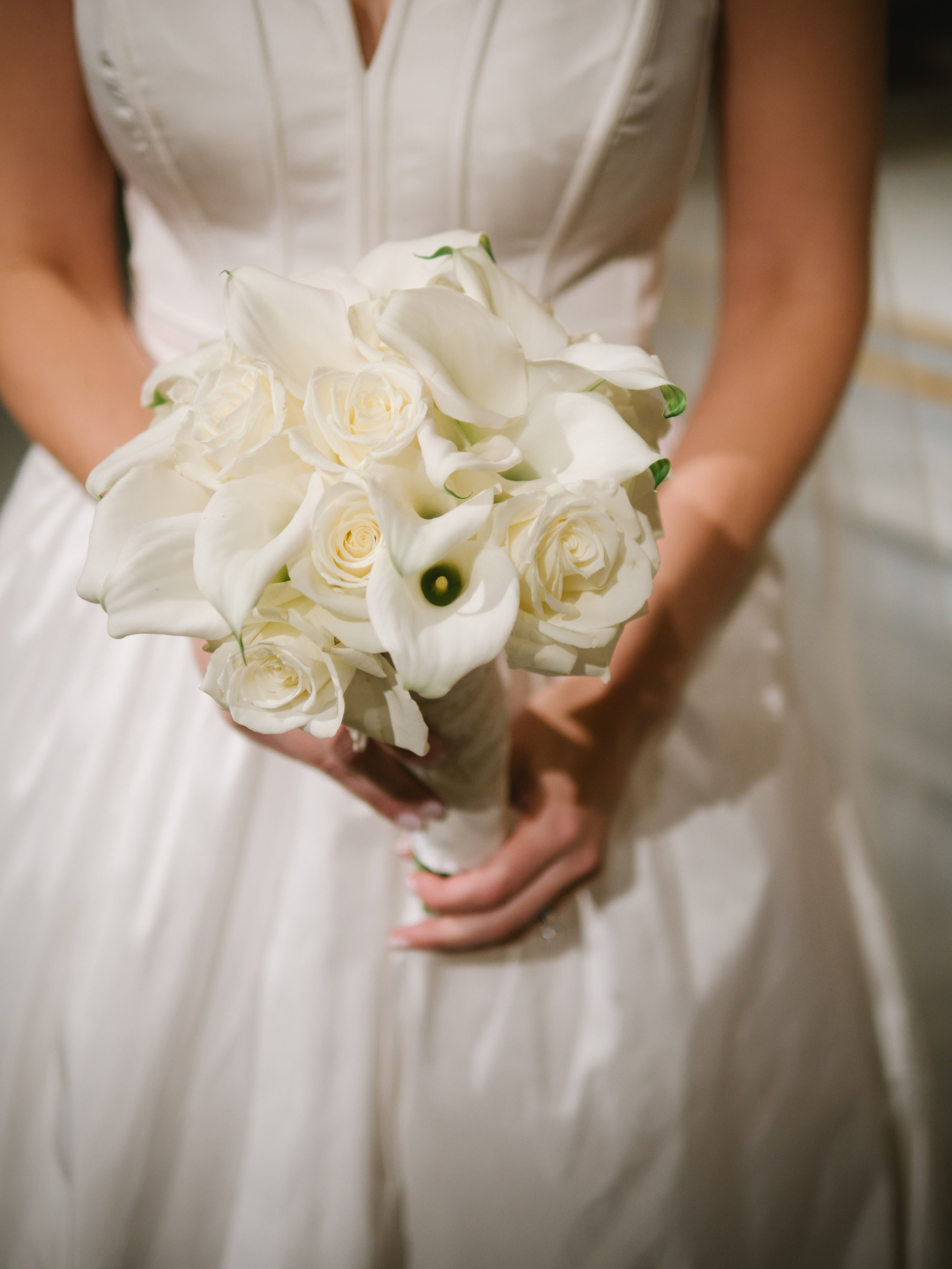 WHITE BOUQUET WITH POP OF BLACK