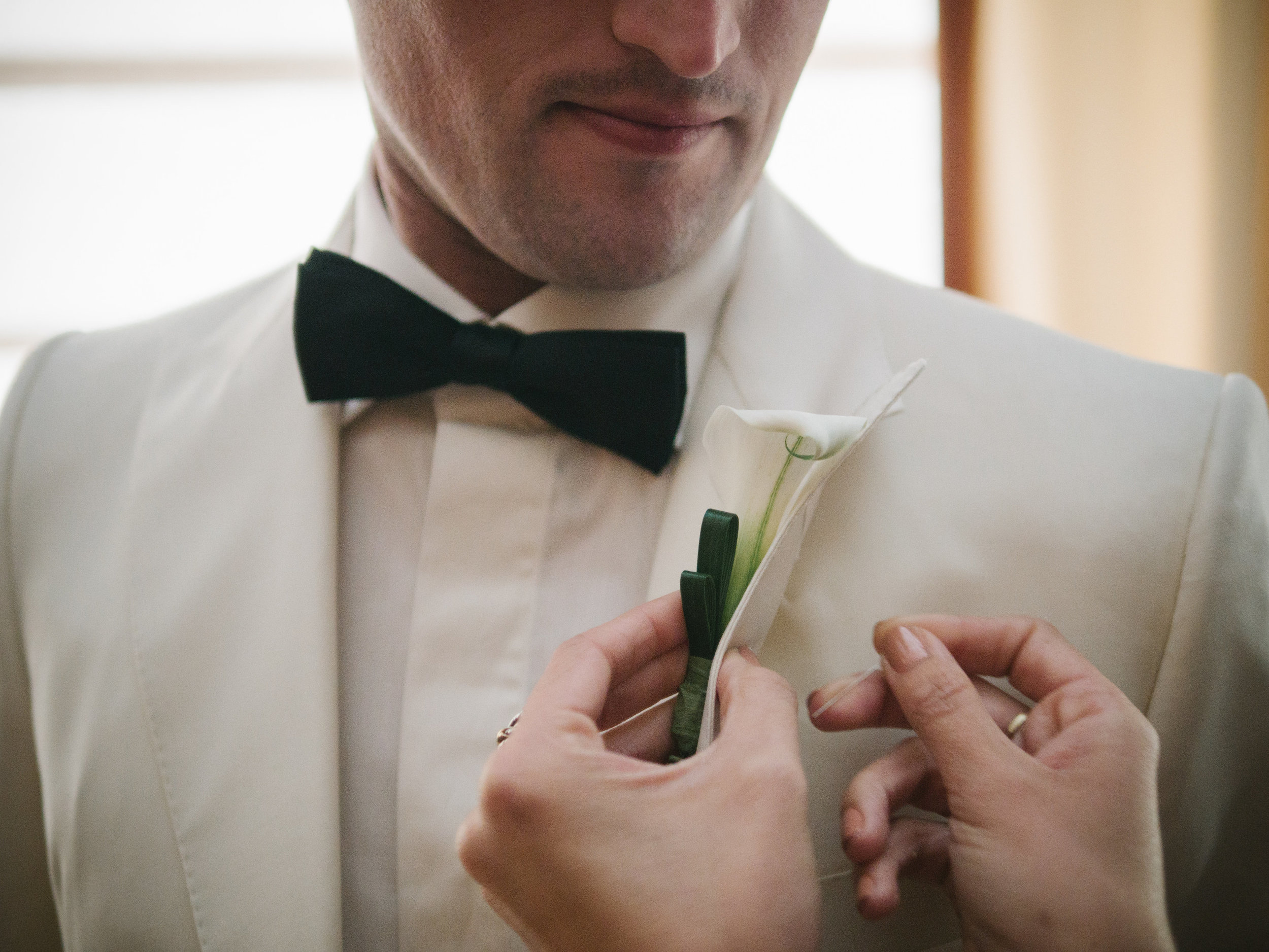 ATTACHING BOUTONNIERE