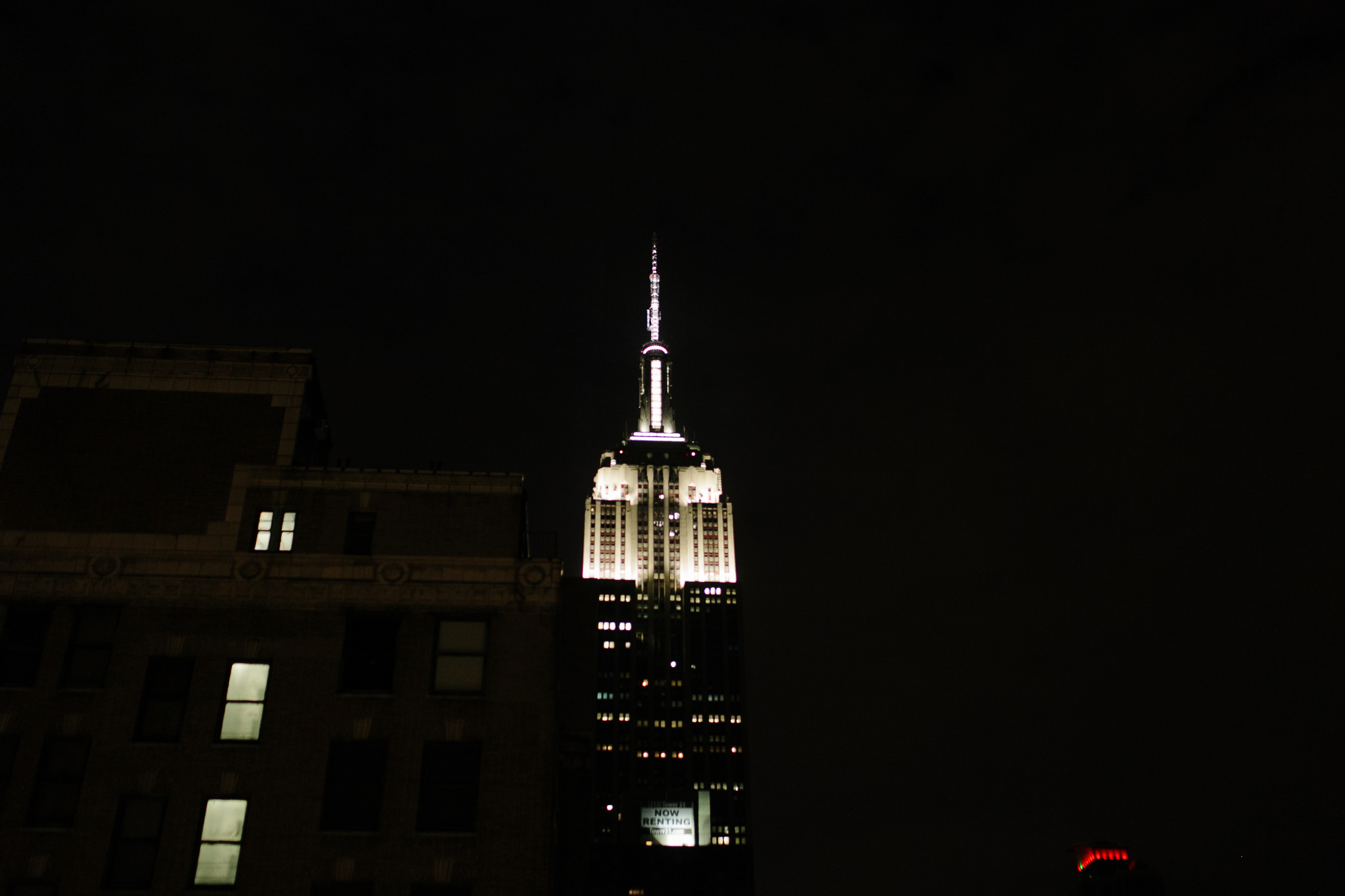 EMPIRE STATE BUILDING VIEW ON THE CLEAR NIGHT
