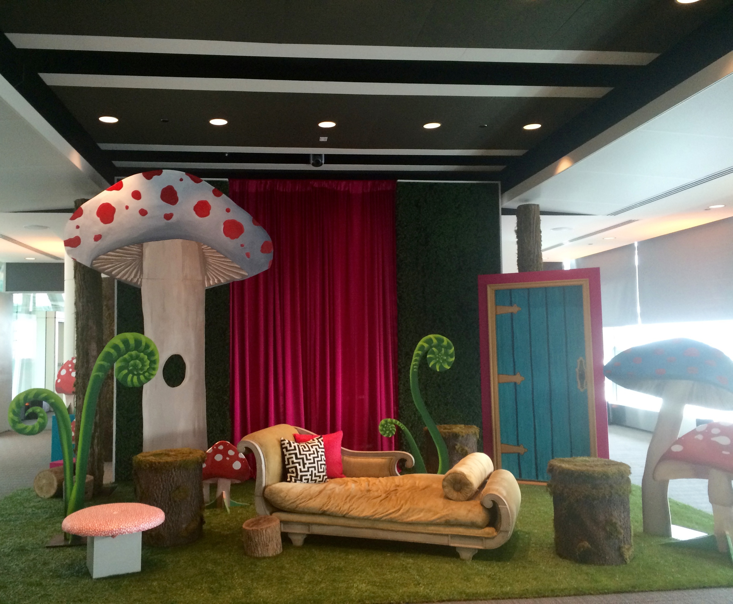 LARGER-THAN-LIFE INTERACTIVE ALICE IN WONDERLAND PHOTO BOOTH SCENE