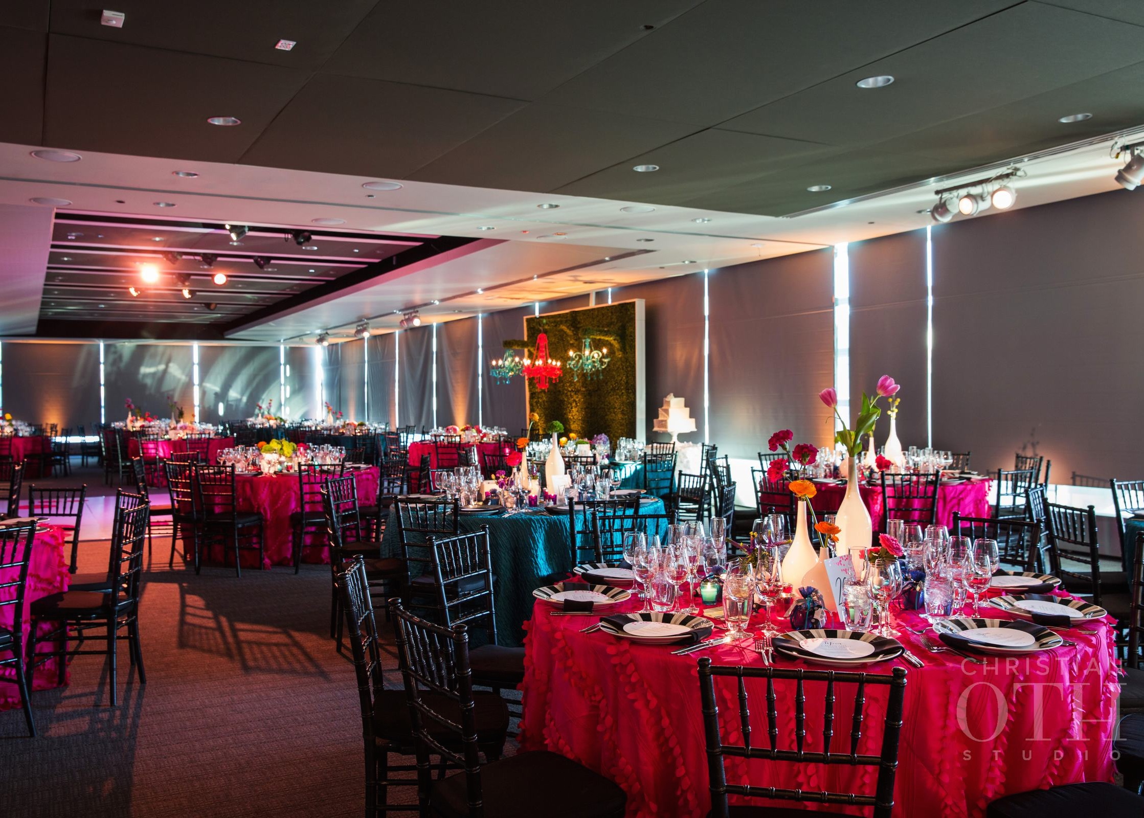 ELEGANT & WHIMSICAL DINNER EXPERIENCE WITH TWO LOOKS