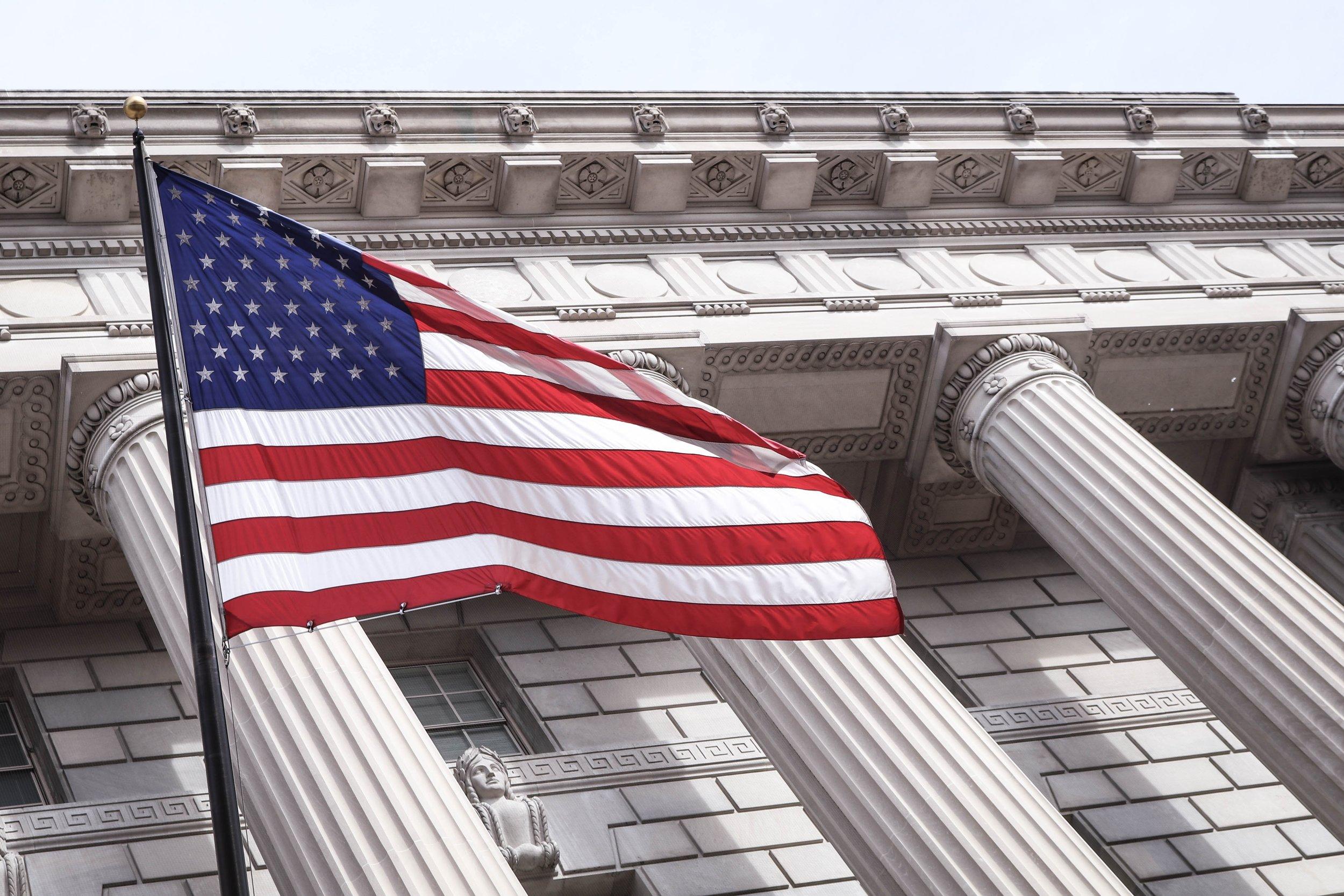 - Toplui van Facebook, Twitter en Google getuigen voor het Amerikaanse Congres in het onderzoek naar mogelijke Russische inmenging bij de Amerikaanse verkiezingen.