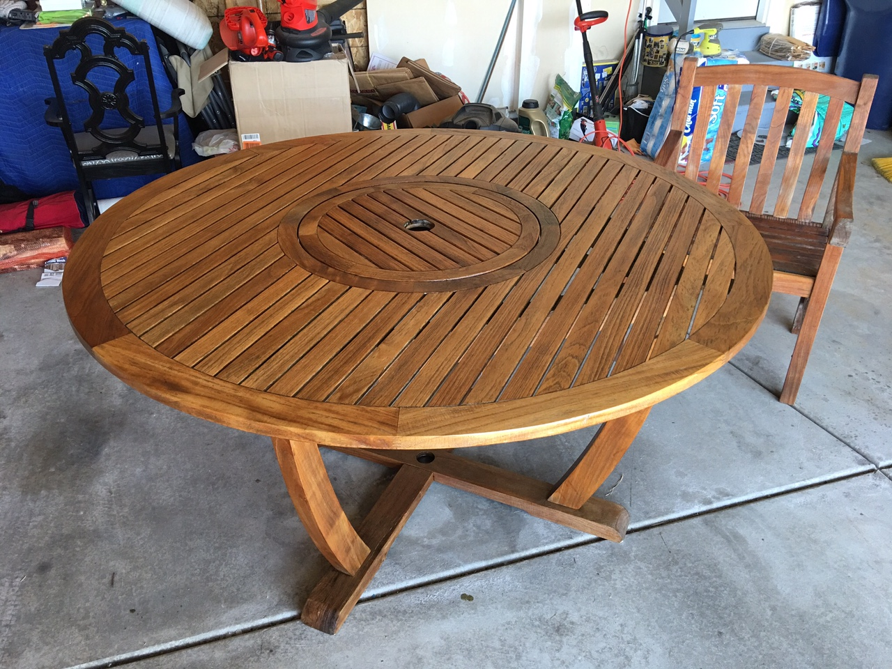 Still needs a few more coats of Varnish.   The lazy Susan is spinning great!