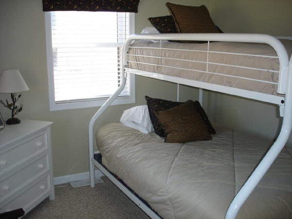 Second Bedroom (double bed on bottom)