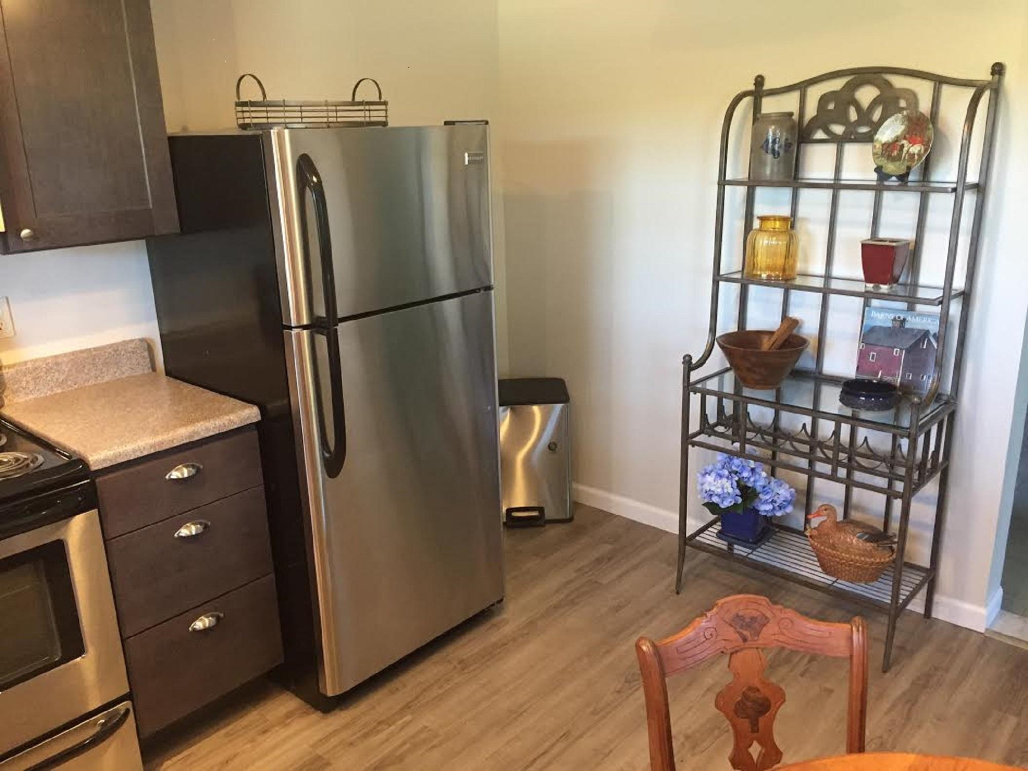 kitchen 3 resized.jpg