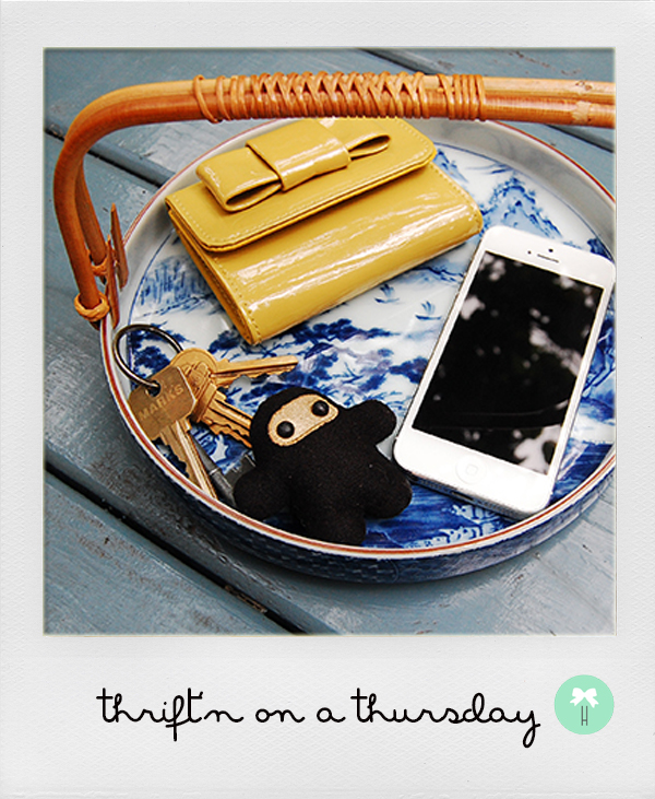 keys_phone_wallet_japanese_vintage_holder_porcelain2.jpg