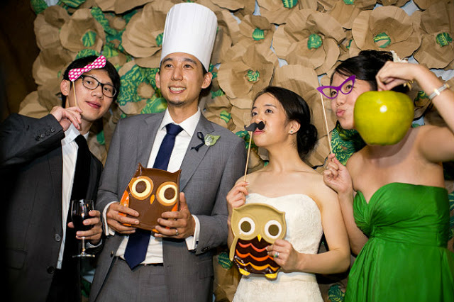 hanaluluco_kraft_paper_flowers_wedding_installation_photobooth_whole_food_bags_craft_sharon_nicole_photography.jpeg