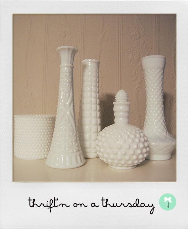 white_milk_vases_decor_vintage_white_flower_vase_texture.jpg