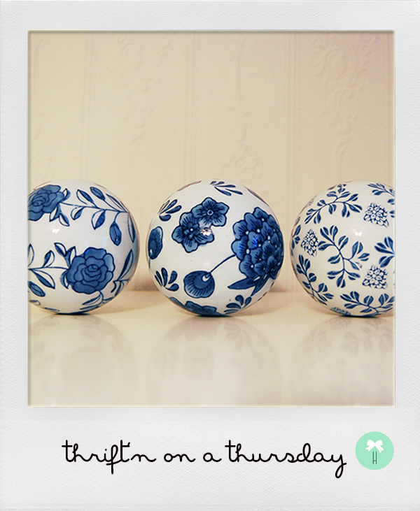 porcelain_ceramic_blue_and_white_balls_flower_chinese_detail_decor_decorative_balls.jpg