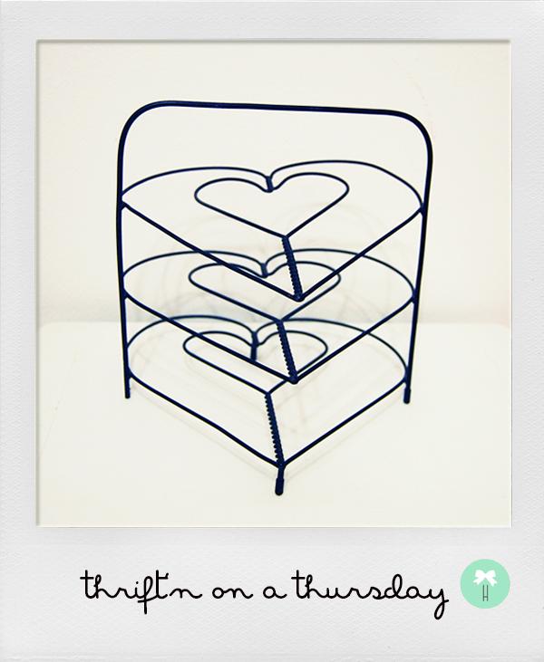 heart_wire_paper_holder_stacks_thrift_find.jpg