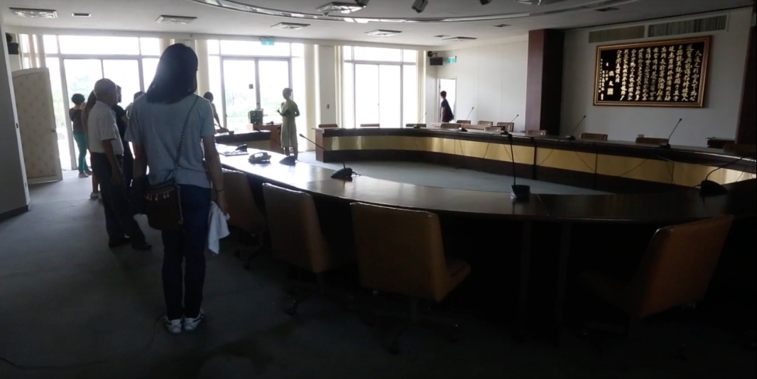 03 full room - photo from video by Yih-Jau Gong.jpg