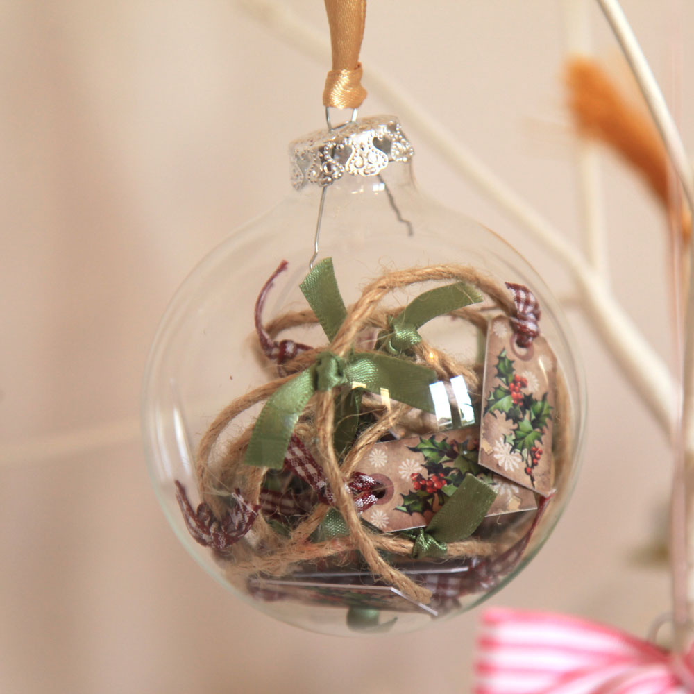 LUCY LEDGER BAUBLE goes to The Roberts Family
