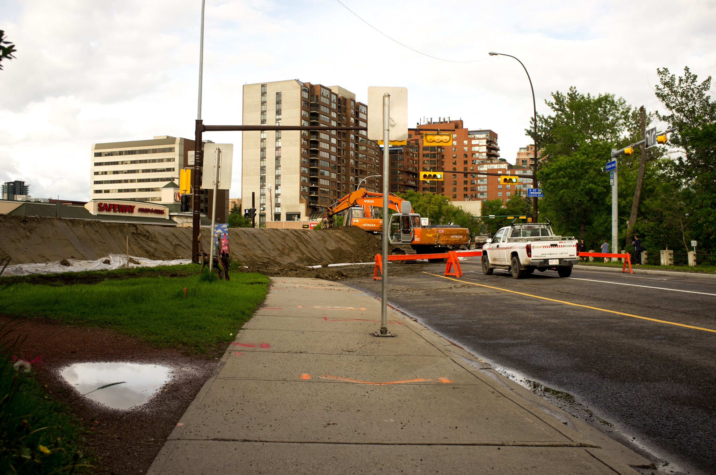 Mission. Workers rush to build an earthen berm in the same location as the flood of 2005. A City of Calgary Roads worker told me they had 25 dumptrucks on the job, working in constant rotation at this location—similar setups were in operation around the downtown core.