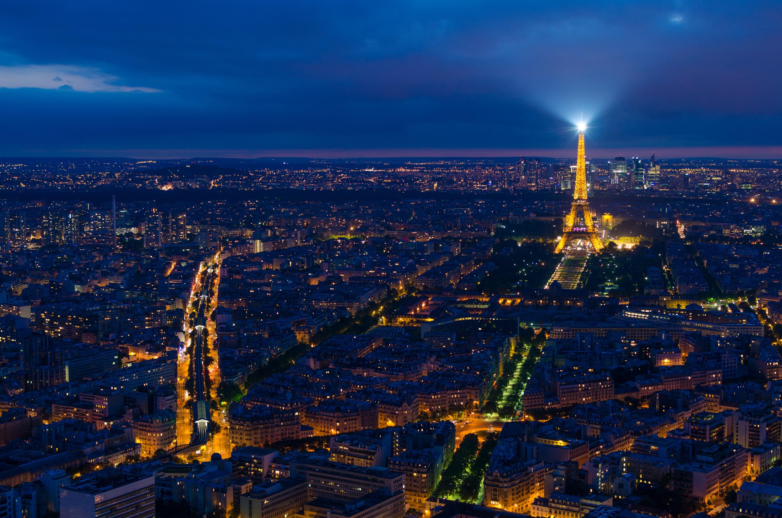 Paris_at_night,_4_July_2013.jpg
