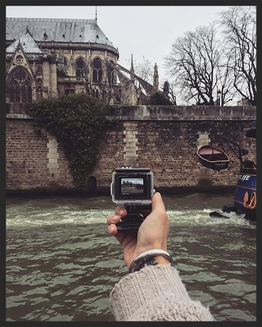 PHONE LIBRARY | Cruising on the Seine river with a bunch of cameras and a notebook. One day I will love to explore all is 780 kilometers of length and learn all about this fascinating river.