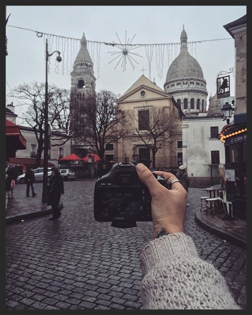 PHONE LIBRARY | I'm making a little movie about my street photography walk in Montmartre, a beautiful place where every corner looks like a perfect location. My cameras and my notebook are very happy about it.