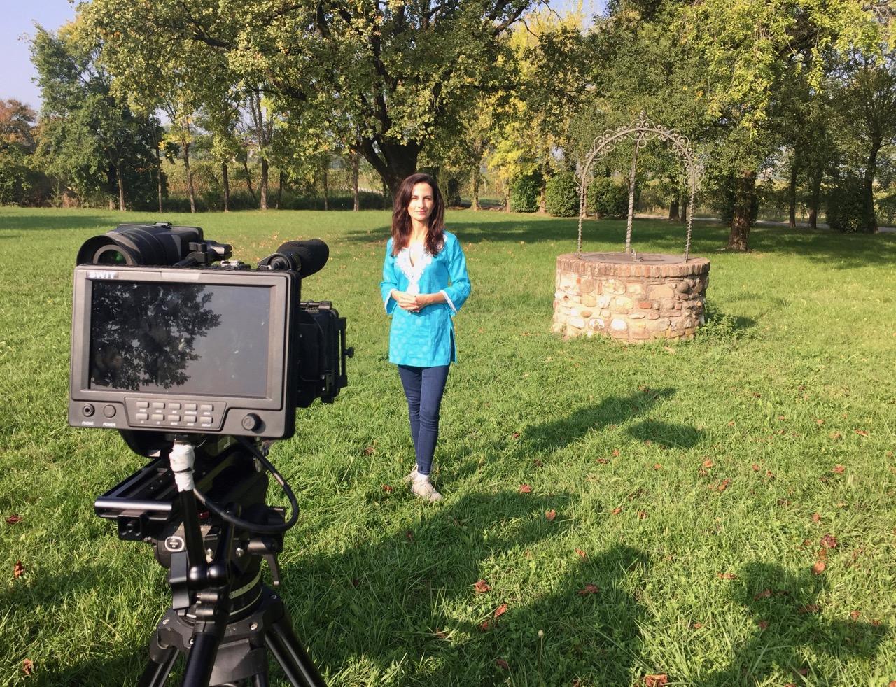 Monique Soltani durante le riprese a Selva Capuzza