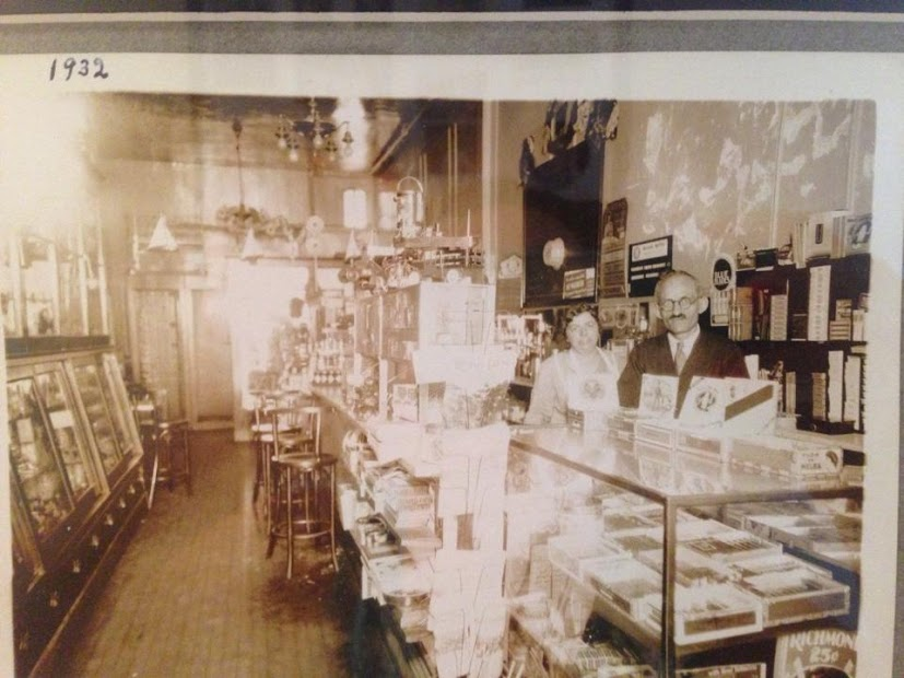 Candy Store Hortons 1932.jpg