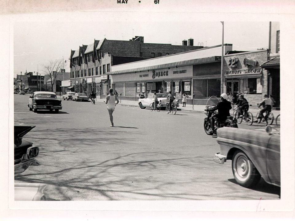 Park Avenue Looking East Bohack Market  May 1961.jpg