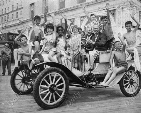 Aug 1959 - Orphan's Day at National Blvd. That's Morris Fleishman driving..jpg