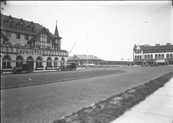 Hotel Lafayette 3 Train Station August 10 1919.jpg