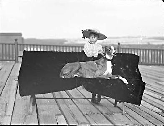Hotel Long Beach 1890 Cottages Guest GirlGreyhound.JPG